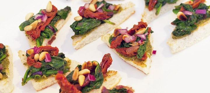 Toast met pesto en spinazie