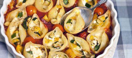 Pastaschelpen met groenten en geitenkaas