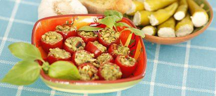 Tomaatjes gevuld met pesto