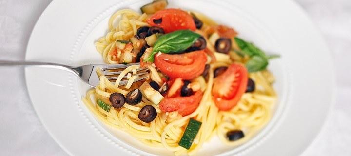 Spaghetti tomaat en olijven