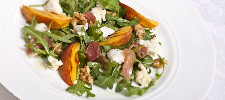 Salade met mozzarella en nectarine