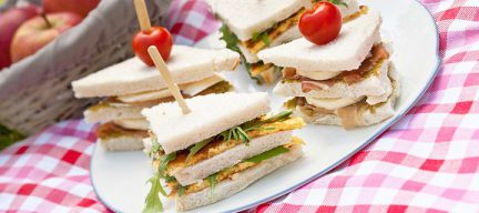 Sandwiches met omelet parmaham