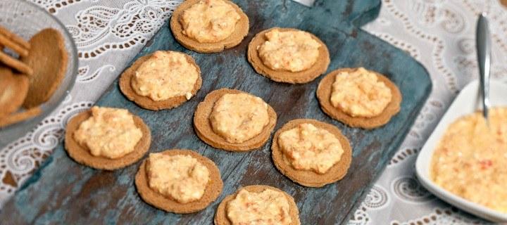 Toastjes met oranje spread