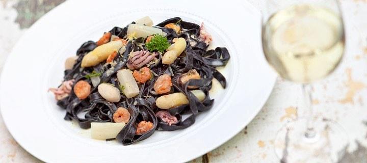 Pasta met asperges en zeevruchten