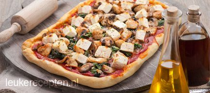 Plaatpizza met feta en kip