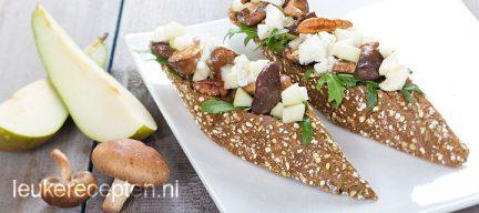 Crostini met paddenstoelen en perensalsa