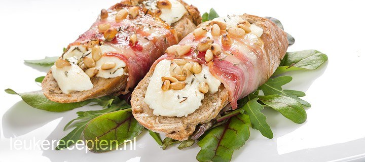 Stokbroodjes met geitenkaas en spek