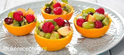 Vers fruit in sinaasappelbakje