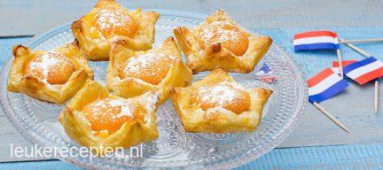 Oranje kroontjes met abrikoosjes
