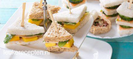 Mini sandwich met kip en mango