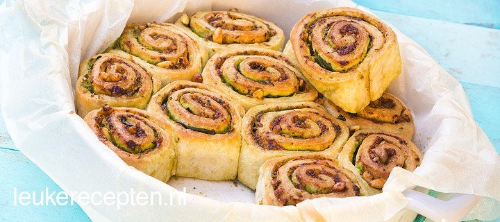Mini pesto broodjes