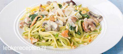 Pasta met spinazie en kastanjechampignons