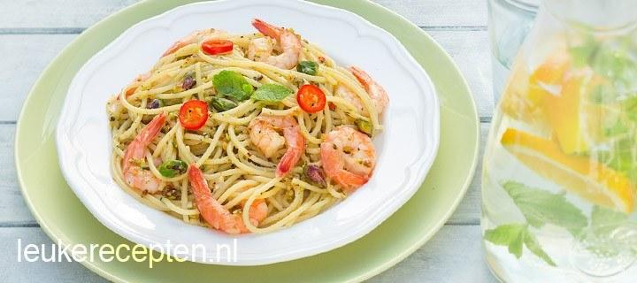Spaghetti met muntpesto en garnalen