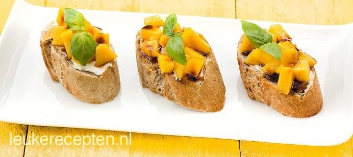 Crostini met mango