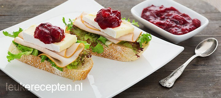 brood_met_kalkoen_en_cranberry