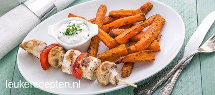 Light recept: frieten van zoete aardappel met kipspies