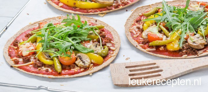 vegetarische tortilla pizza