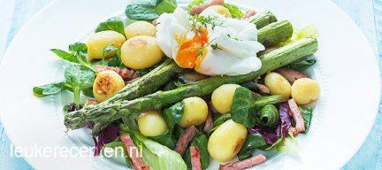 Salade met groene asperges en ei