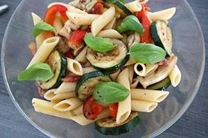 salade met gegrilde groente en pasta 01