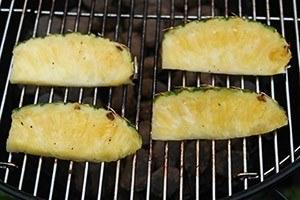 gegrilde ananas met ijs 01