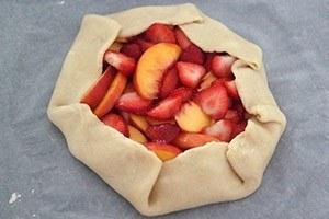 Galette met aardbeien en perzik 01