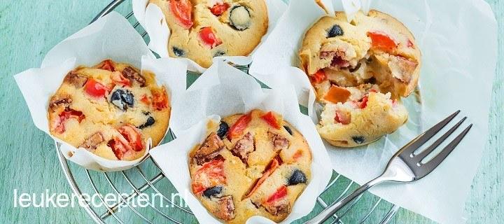 Muffins met paprika en chorizo