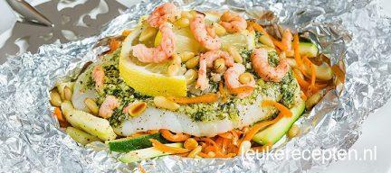 Vispakketjes met wortel en garnalen