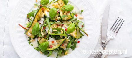 Courgettesalade met basilicum