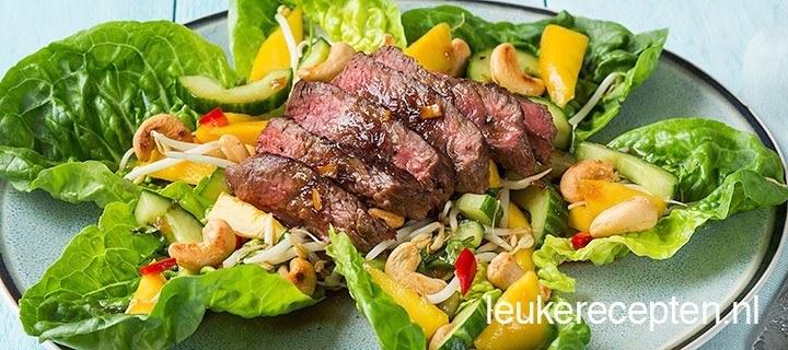 Thaise salade met biefstuk en mango