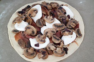 pizza met champignons en balsamico 01
