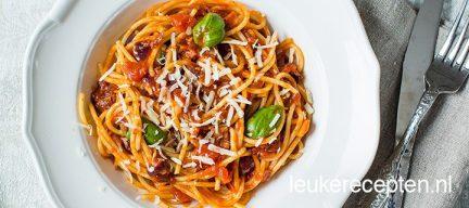 Pasta met verse tomatensaus en spek