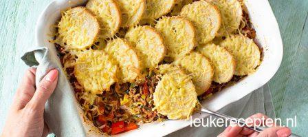 Ovenschotel met gehakt en brood