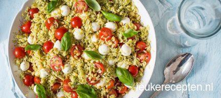Orzo salade met pesto