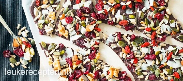 Chocolade met noten en superfood
