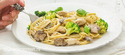 Pasta met kip en champignons