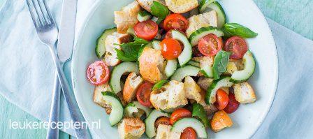 Panzanella salade met komkommer