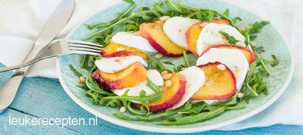 Caprese salade met perzik