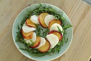caprese-salade-perzik-stap-2.jpg