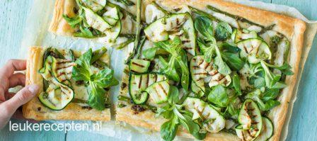 Plaattaart met groene groenten