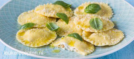 Zelfgemaakte ravioli met ricotta