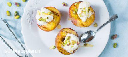 Gegrilde perziken met ijs