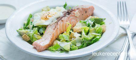 Caesar salade met gebakken zalm