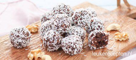 Gezonde chocoladetruffels met noten en kokos