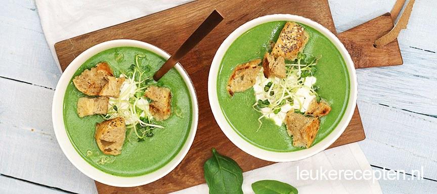 Broccoli spinaziesoep met broodcroutons