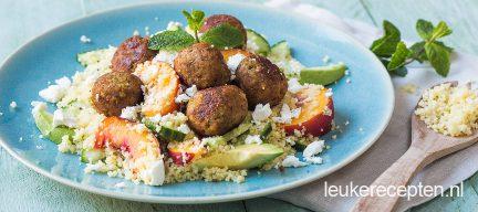 Couscous met perzik en falafel
