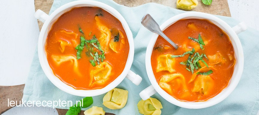 Tomatensoep met kaastortellini