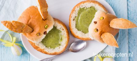 Broccolisoep in broodhaasje