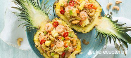 Gevulde ananas met rijst en garnalen