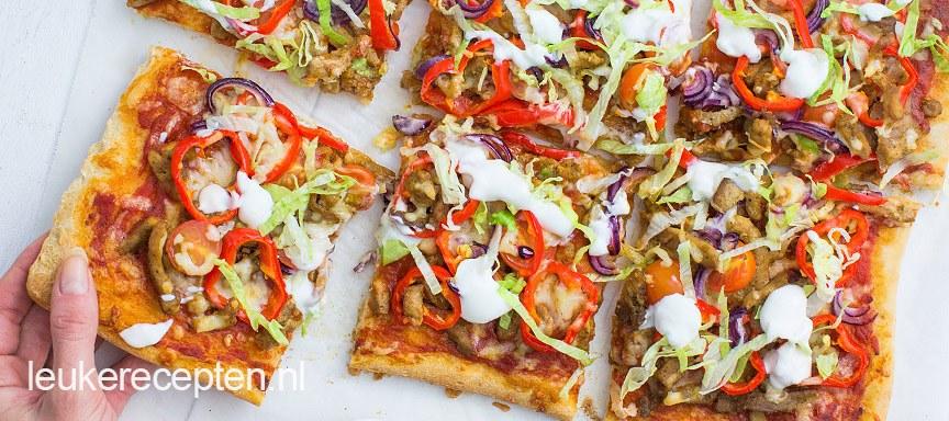 Pizza shoarma met puntpaprika