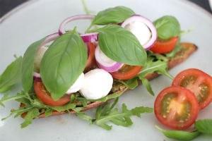 Zoete-aardappel-sandwich-caprese-stap-4.jpg